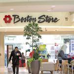 Bon-Ton narrows loss on slight 2Q sales increase