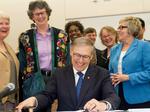 Inslee OKs bills to reshape state's health care purchasing