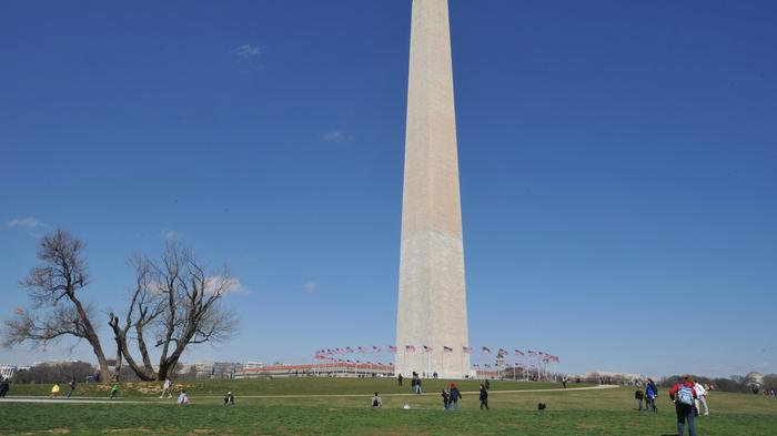Should the National Park Service ban sports and recreational uses from the Washington Monument grounds?