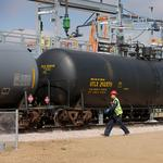 California lawmakers aim to cut risk of oil shipments by rail