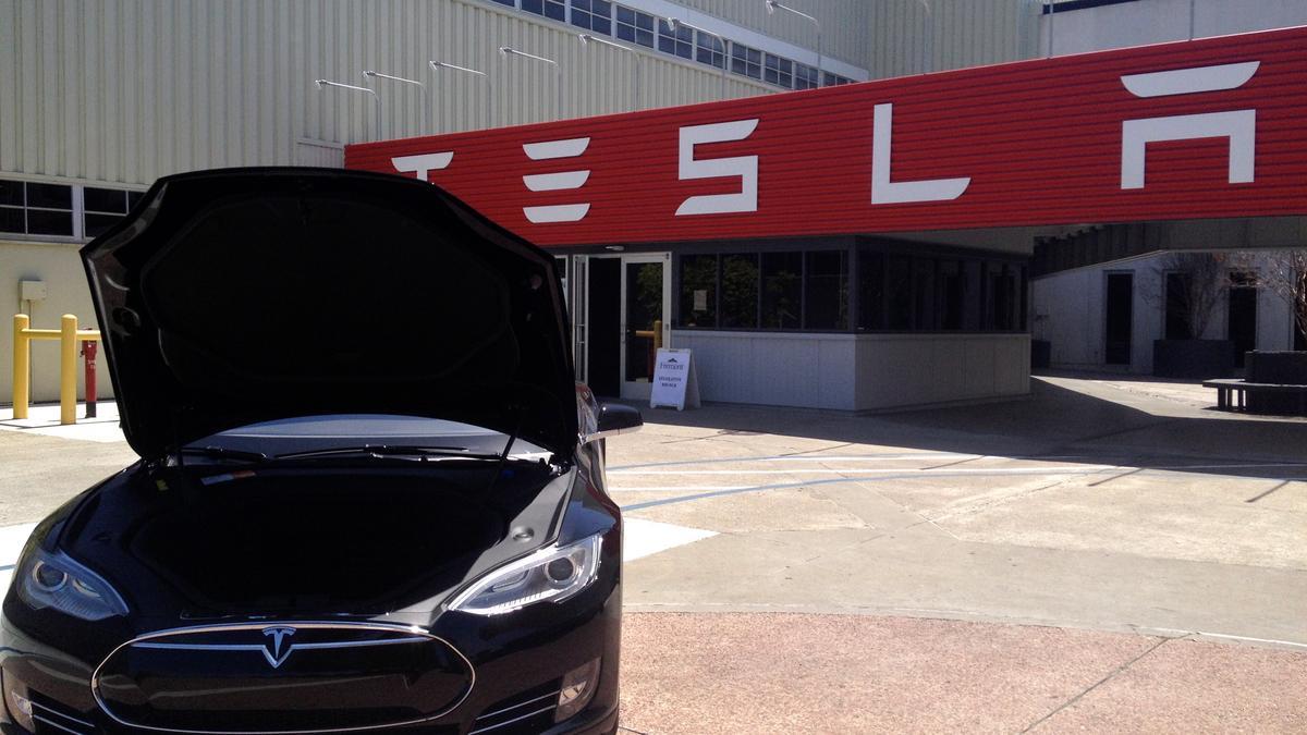 Elon Musk Rdp: SpaceX preps satellite biz… Hyperloop is off the
