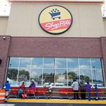 ShopRite grocery store opens to long line in Howard Park