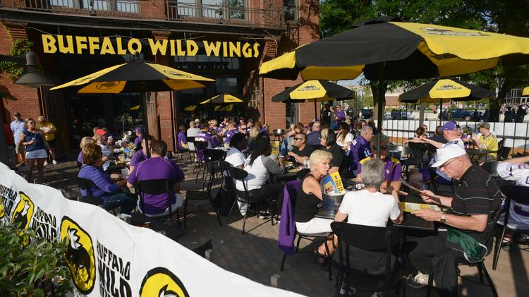 Buffalo Wild Wings franchisees side with CEO in investor fight ...