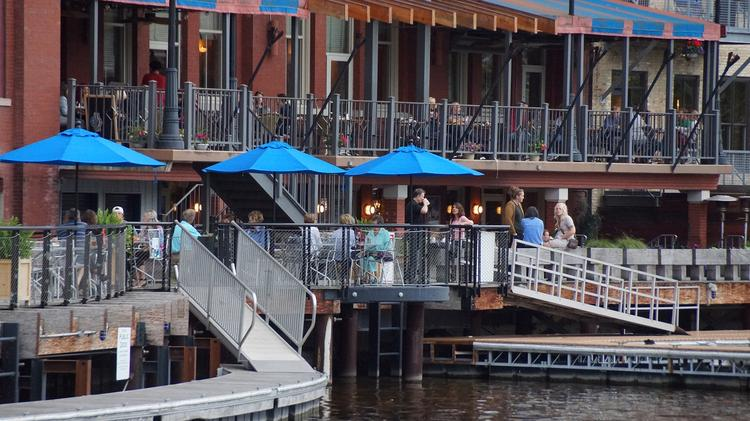 Dining By Boat In Milwaukee An Interactive Tour Milwaukee