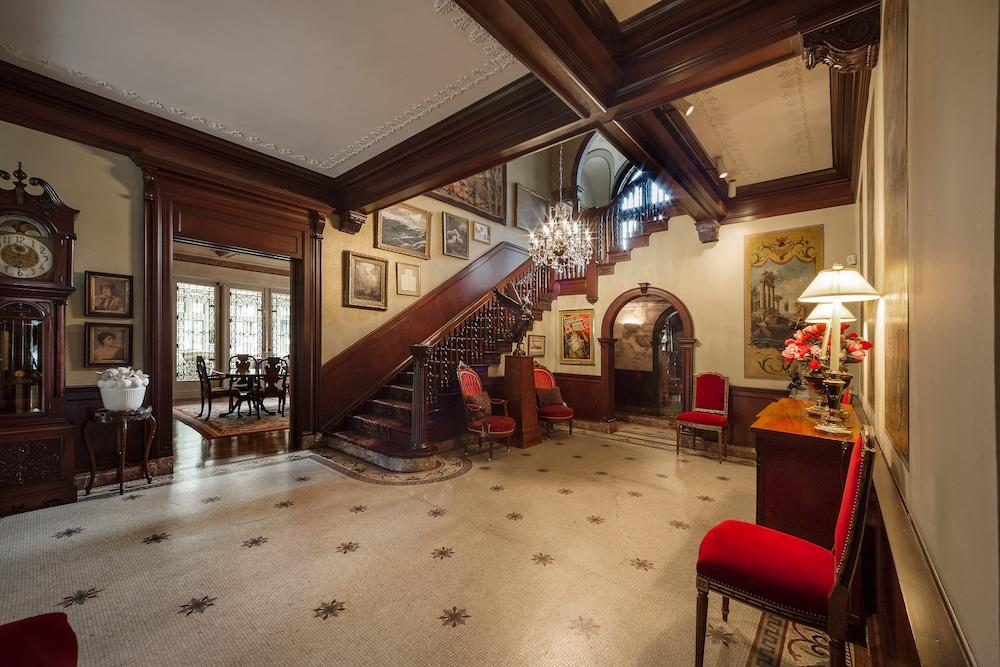 Foyer Home St Louis Reims : Turn of the century richardsonian romanesque mansion