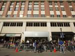 Milwaukee lines up for new iPhone 6, Plus: Slideshow
