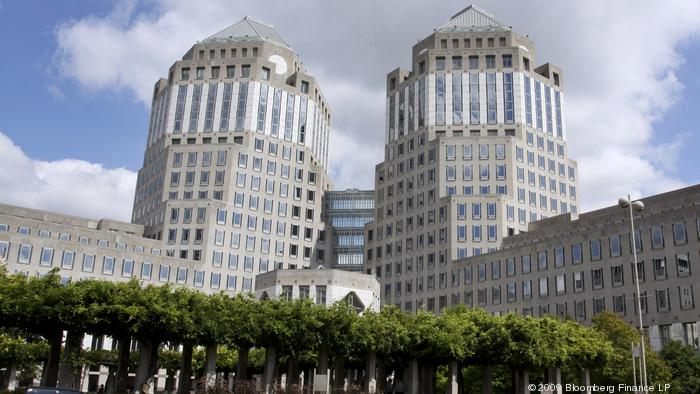 P&G fires back as proxy advisory firm endorses activist investor