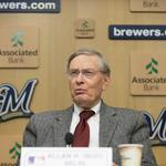 Bud Selig hires agent to sell book rights