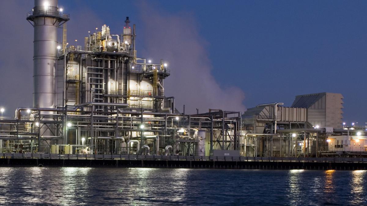 Exxon Mobil Shell Shut In Houston Area Refineries