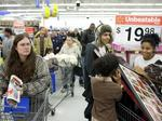 Pay bump: Wal-Mart to give raises to U.S. workers (Video)