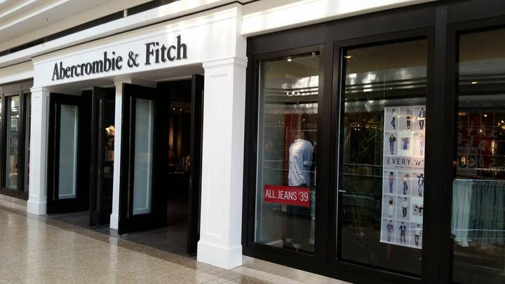 Abercrombie reports sagging sales, earnings
