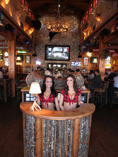 seriously  it u0026 39 s the food that attracts guys to  u0026 39 breastaurants u0026 39