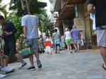 Hawaii visitor arrivals in March tick up slightly as spending stays steady