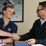 Eichel signs with Buffalo Sabres