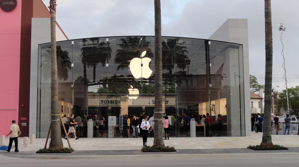 Apple Store In Houston S Highland Village To Reopen Following Renovations Houston Business Journal