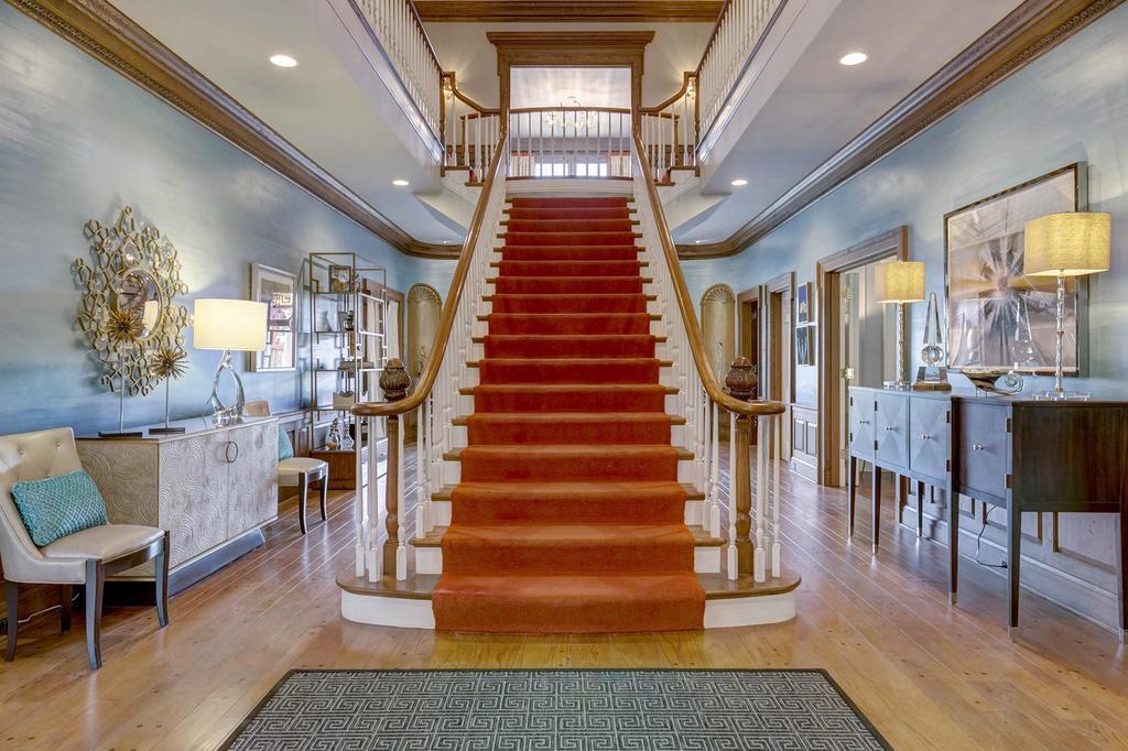 Home Saint Louis Foyer Unme : Exquisite ladue estate on acres celebrates southern
