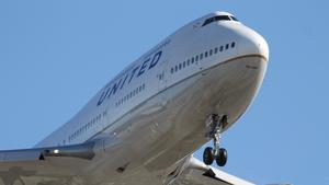 United Airlines defends decision barring girls wearing leggings