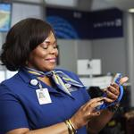 United Airlines to expand iPhone distribution to customer service reps