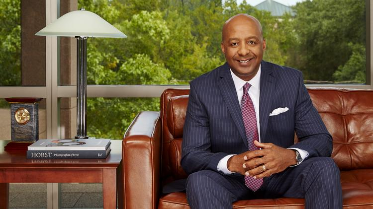 Here's what new Lowe's CEO Marvin Ellison will receive in