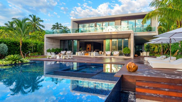 The Mansion At 4395 Pine Tree Drive Miami Beach Sold For 19 5 Million