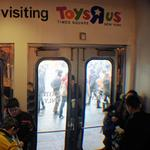 Toys '<strong>R</strong>' Us closing all stores, including a half dozen in Oregon
