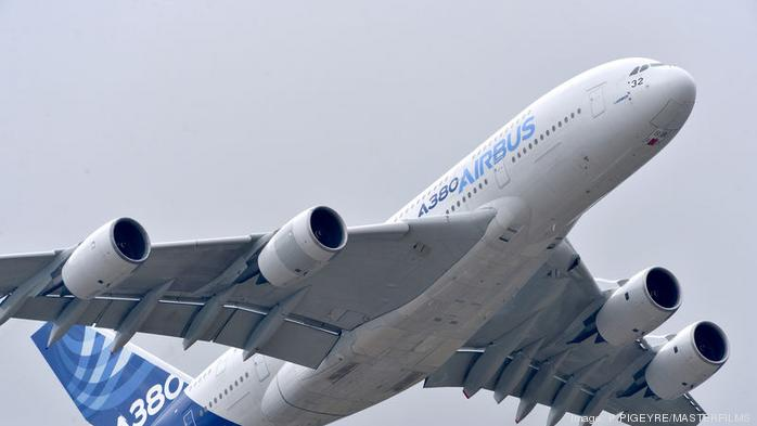 Report: Wake of world's largest passenger jet damages Bombardier Challenger
