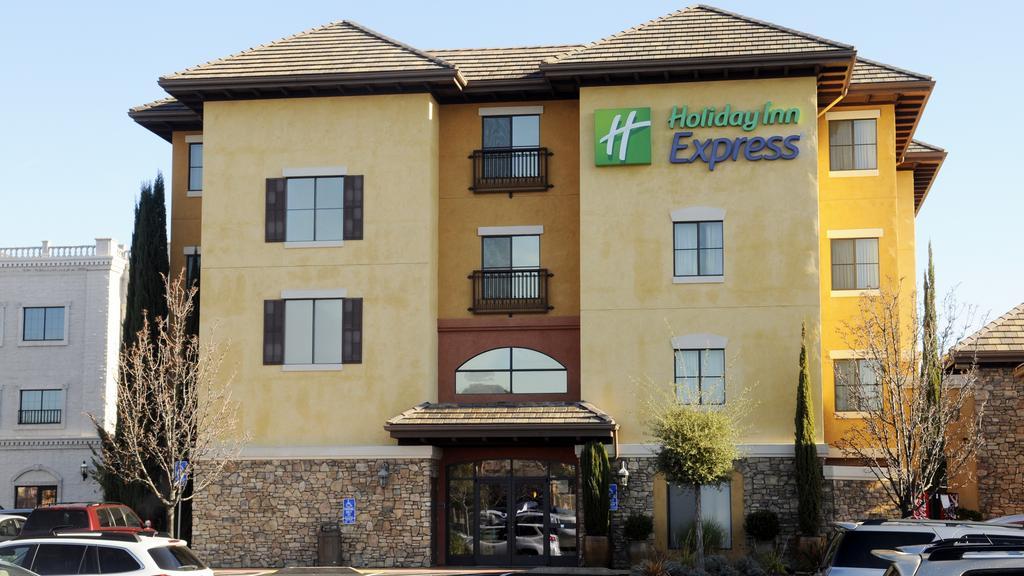 Holiday Inn Express in El Dorado Hills sold for $21 million