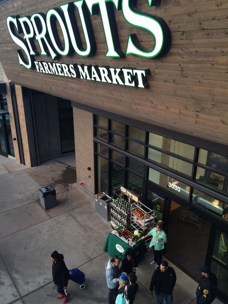 At Wednesday Farmers Market I Signed >> High End Grocery Chain Sprouts Farmers Market Taps Newark For New
