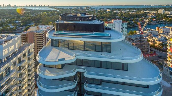 Wealthy New York art collector sells Miami Beach penthouse at a loss