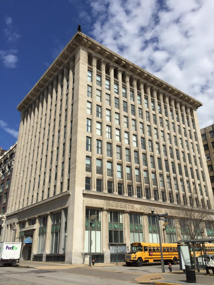 Tim Dixon Owner Of Milwaukee S Iron Horse Hotel Bought The 10 Story