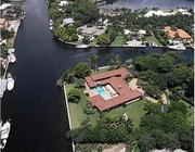 Aerial view of home designed by Alfred Browning Parker in 1966. Lawsuits are flying over rights to demolish.