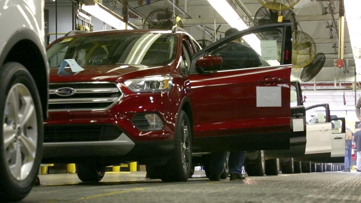 Ford Louisville Ky >> Ford Motor To Expand At Louisville Assembly Plant Where Escape Is