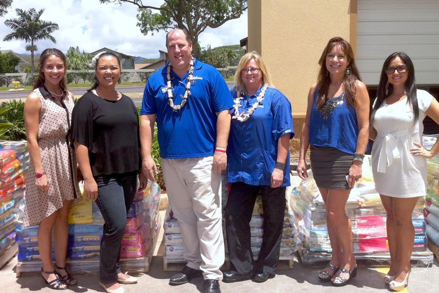 Petsmart Donates 8 200 In Pet Food To Oahu Spca Hawaiian Humane Society Pacific Business News