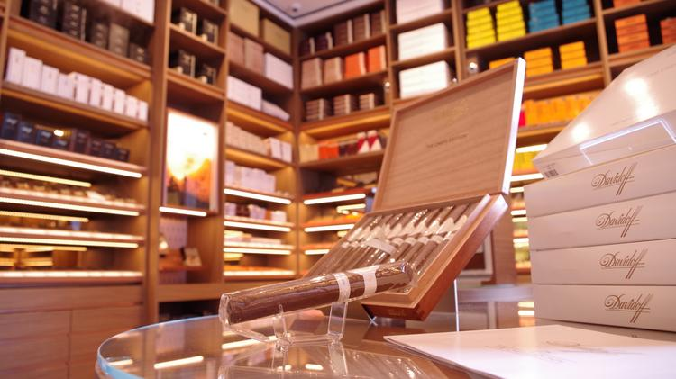 Davidoff opens cigar lounge at Houston's River Oaks District